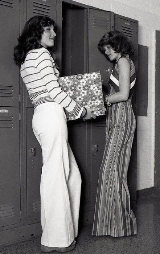Главный модный тренд СССР: как носили брюки-клеш