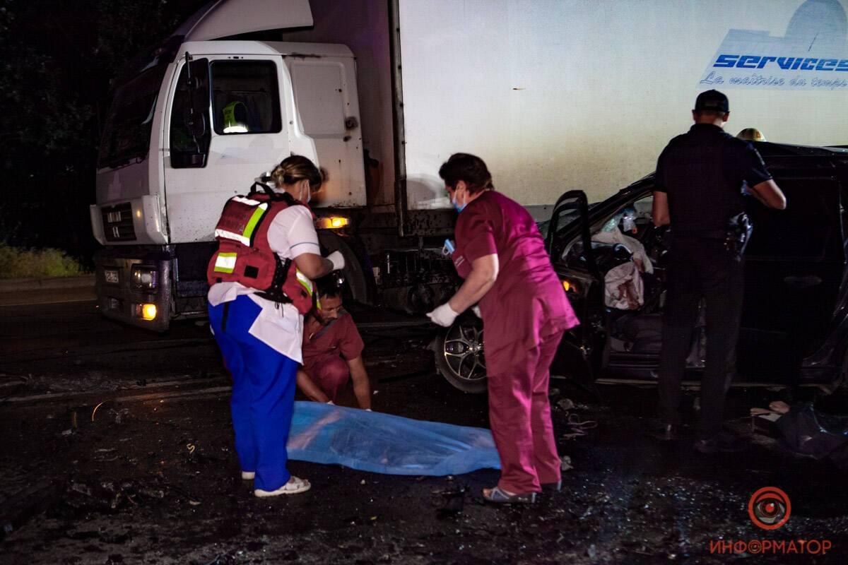"""У Дніпрі сталася лобова ДТП з вантажівкою. Фото """"Інформатор"""""""
