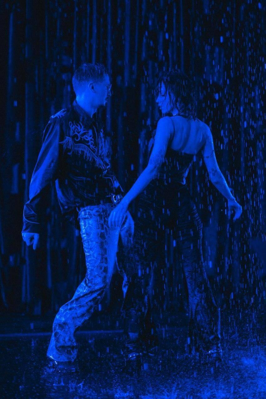 Кадры из клипа на песню Last Dance