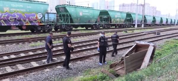 Тіло чоловіка знайшли біля залізничних колій.