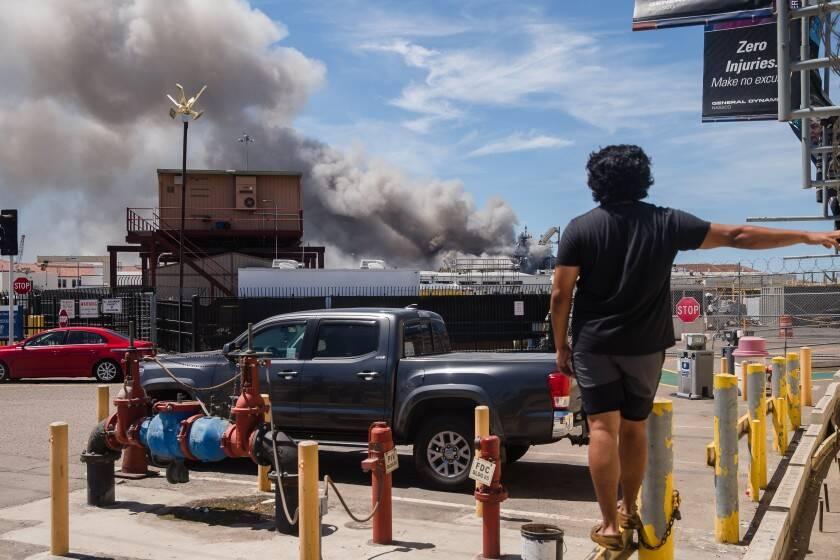 В США взорвался и загорелся корабль ВМС