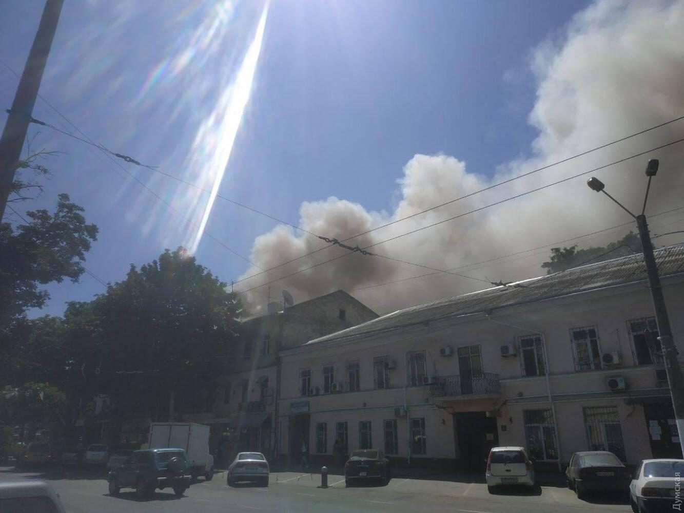Возгорание распространилось на несколько этажей