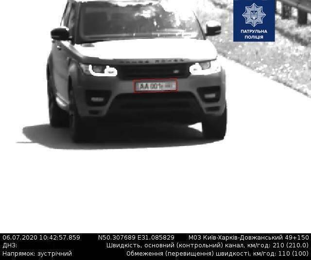 Range Rover, который несся по дороге со скоростью 210 км/час