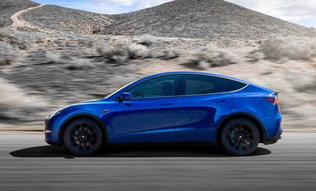Кроссовер Tesla Model Y подешевел на несколько тысяч.