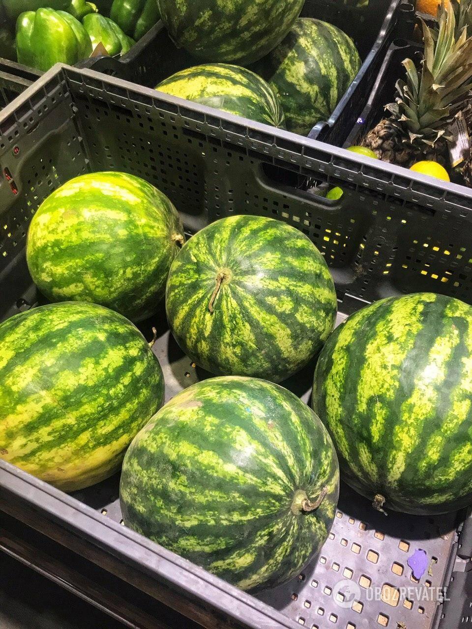 У супермаркетах овочі та фрукти також проходять лабораторний контроль