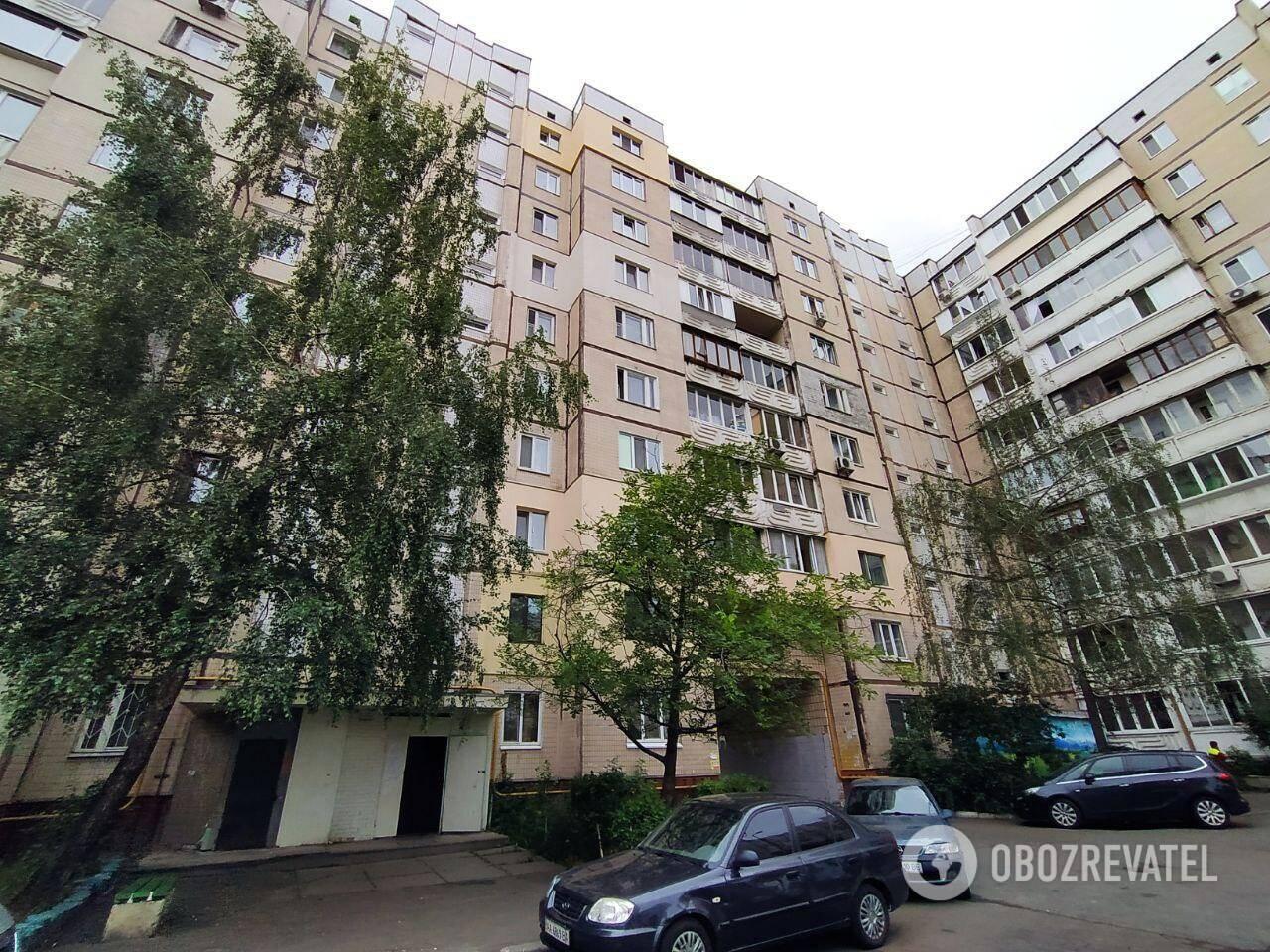 Многоэтажка на ул. Тростянецкой в Дарницком районе Киева, где живет Антон Желепа