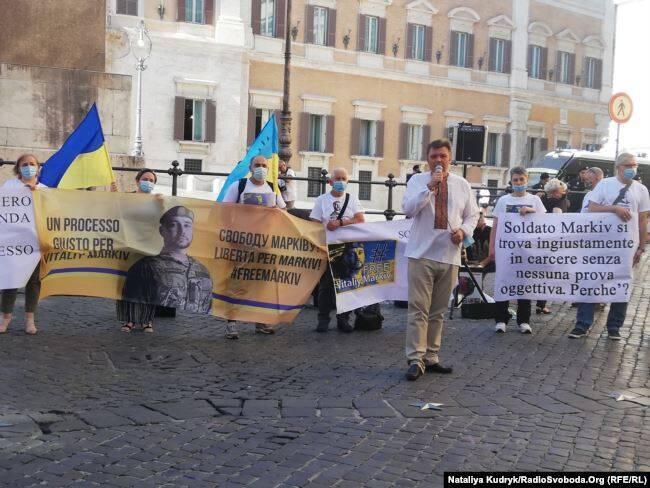 На митинг в поддержку Маркива пришли дипломаты, правозащитники и представители украинской общины
