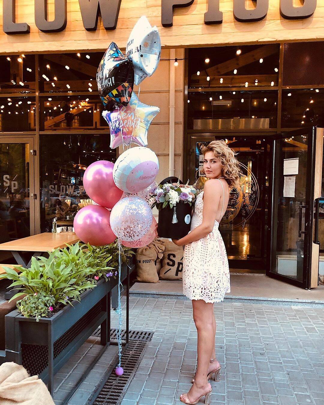 Анна Сугак празднует день рождения