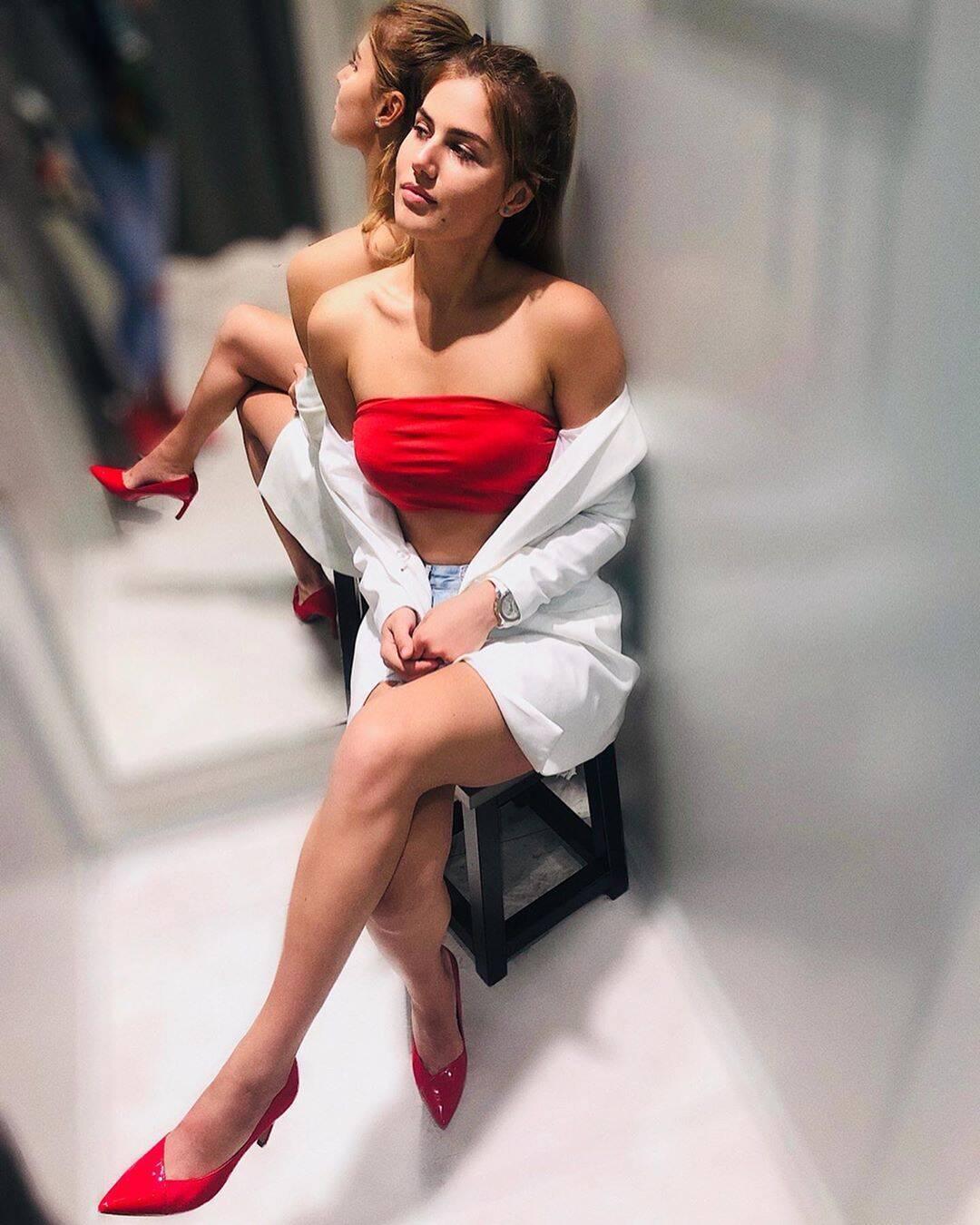 Анна Сугак сфотографировалась в примерочной