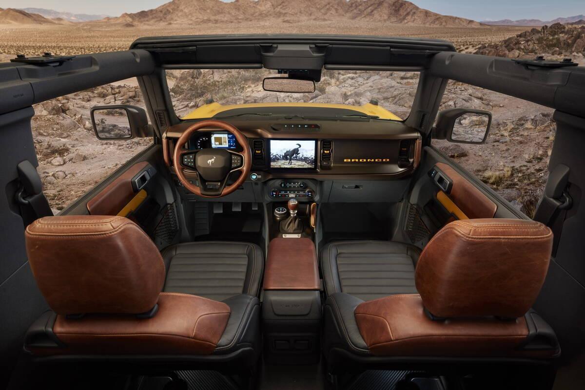 Інтер'єр 3-дверній версії Ford Bronco. фото: