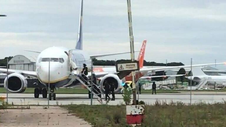 Самолет Ryanair экстренно сел в Лондоне