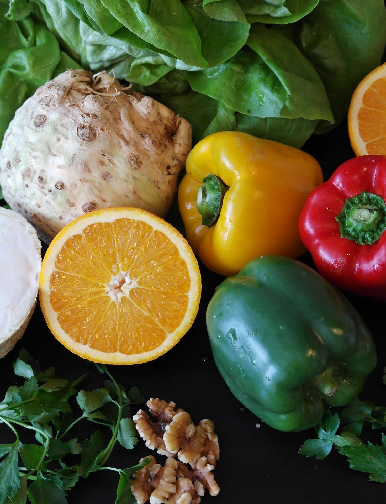 У середу і п'ятницю можна їсти горіхи, мед, фрукти і овочі