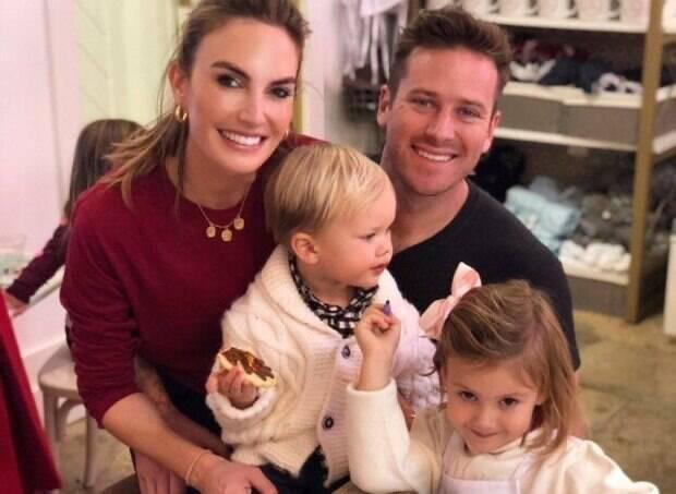 Армі Хаммер і Елізабет Чембер із дітьми (Instagram Елізабет Чембер)