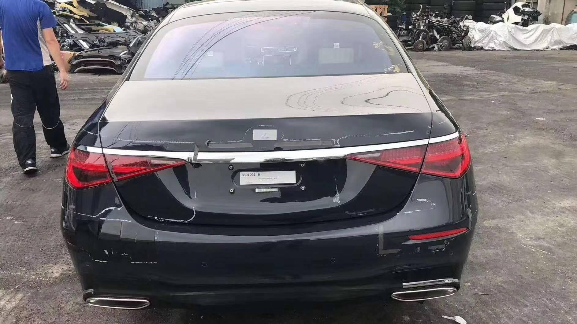 Ззаду Mercedes S-class 2021 виглядає дуже незвично.