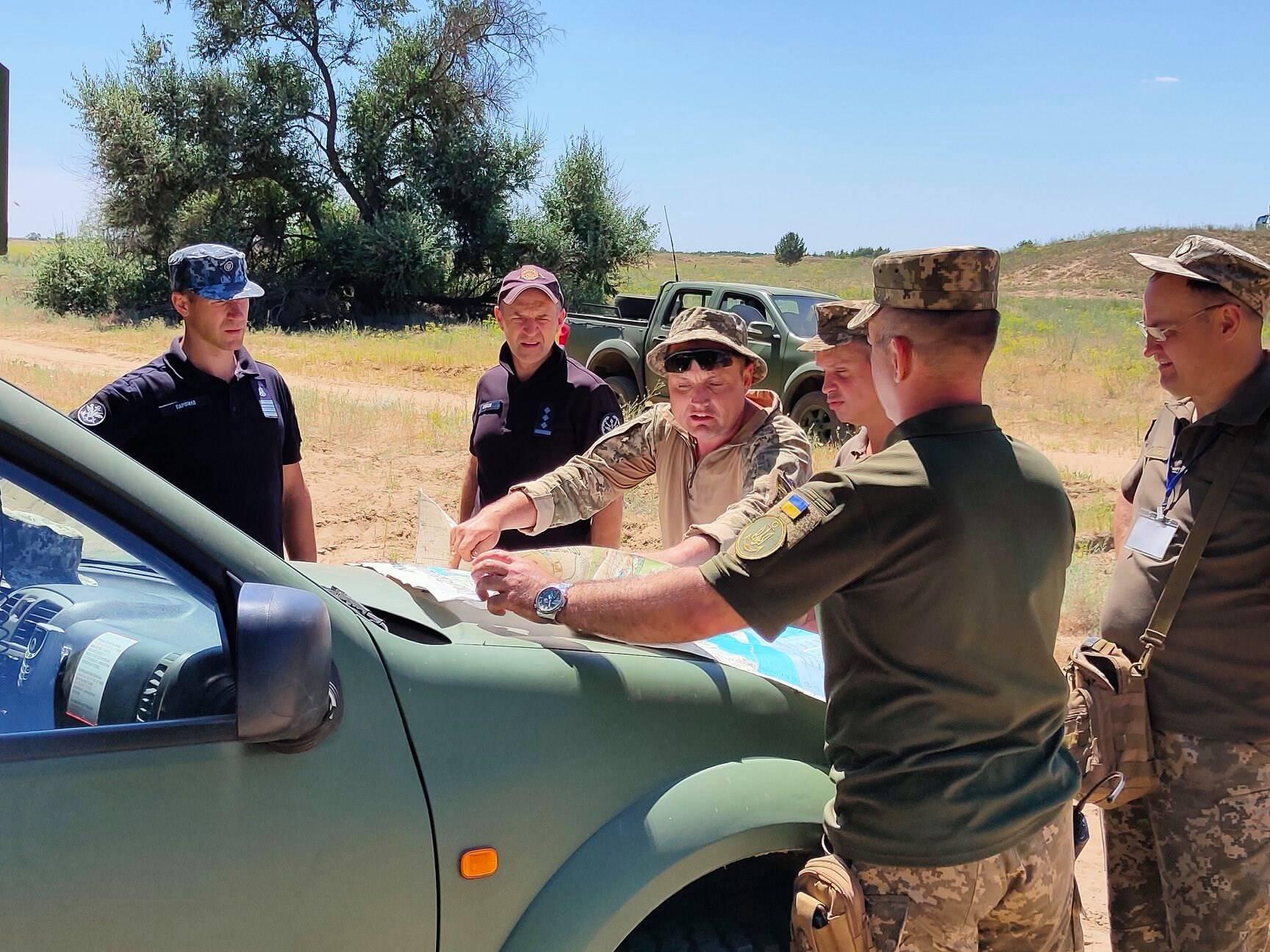 Перед виконанням вогневих завдань наші військові визначили координати цілей