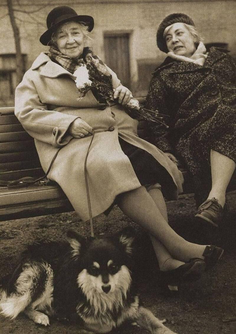 Фаїна Раневська, її подруга Ніна Сухоцька і пес Хлопчик на прогулянці, 1980 рік