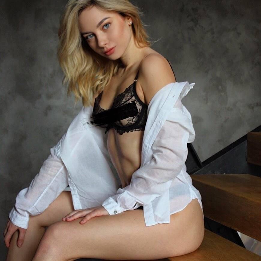 Марина Галаган знялася в прозорому бюстгальтері