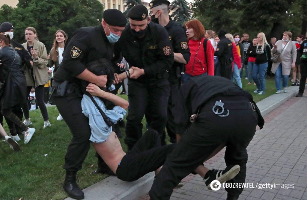 ОМОН задерживает протестующих