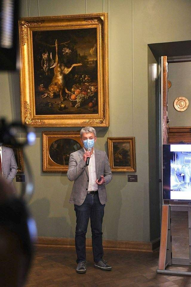 Олександр Ткаченко в музеї.