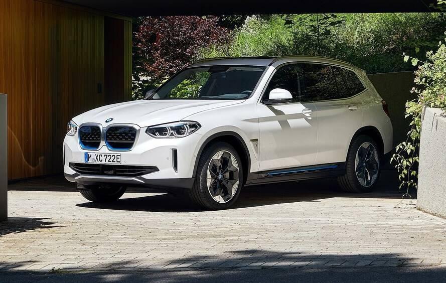 """Кроссовер BMW iX3 – самый новый электромобиль из """"Немецкой тройки""""."""