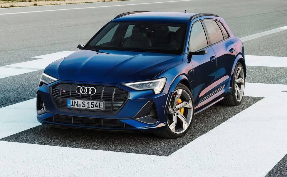Audi e-tron quattro – один из первых электрических кроссоверов.