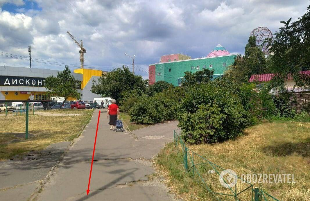 """Від станції метро """"Оболонь"""" до майданчика біля будинку №17 по вул. Йорданській – приблизно 700 метрів"""