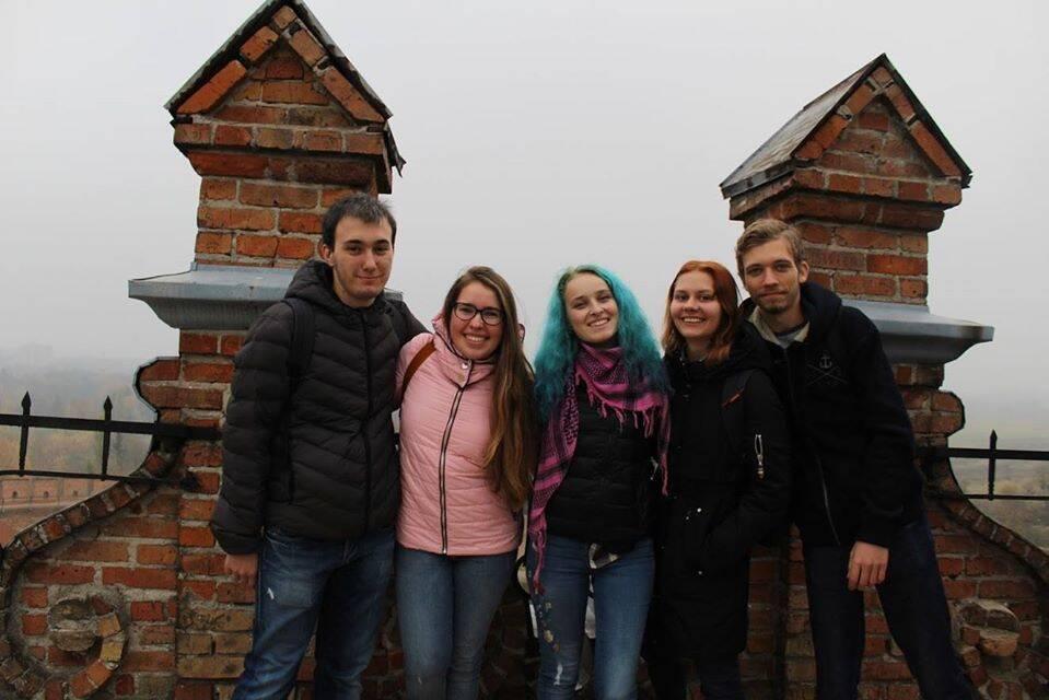 Соломия (вторая слева) с друзьями во время путешествия