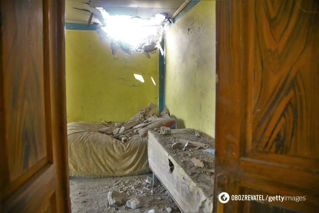 В домах дыры от снарядов из-за перестрелки на азербайджанско-армянской границе