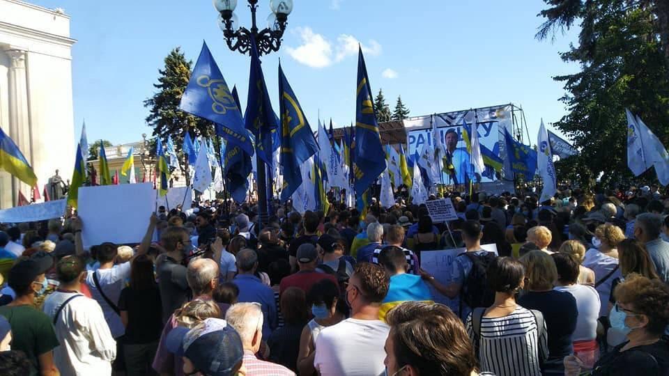 Порошенко– під Радою: державну мову в Україні атакують на догоду Кремлю