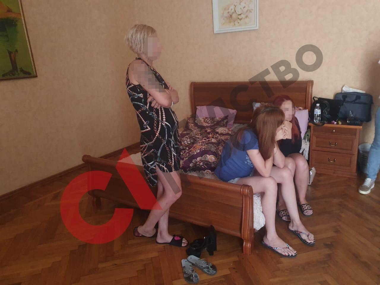 Проститутки в борделе
