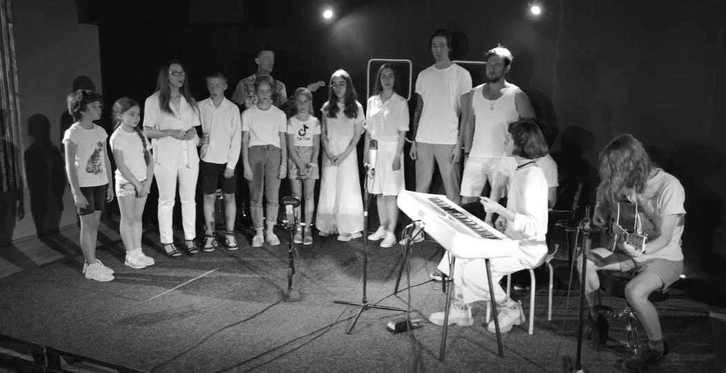"""Учні """"Рок Школи"""" заспівали на підтримку підозрюваних у вбивстві Шеремета"""