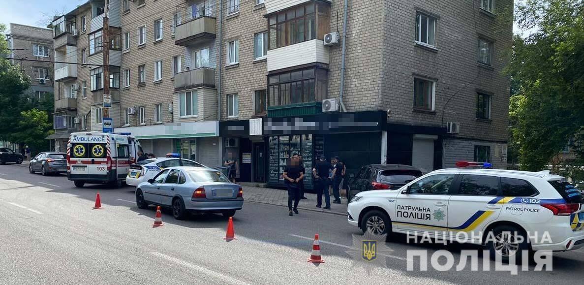 У Дніпрі поліцейський постраждав, затримуючи шахраїв