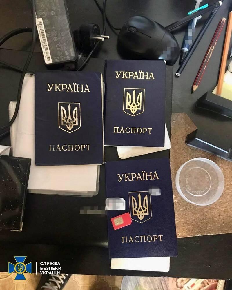Фальшиві паспорти громадян України.