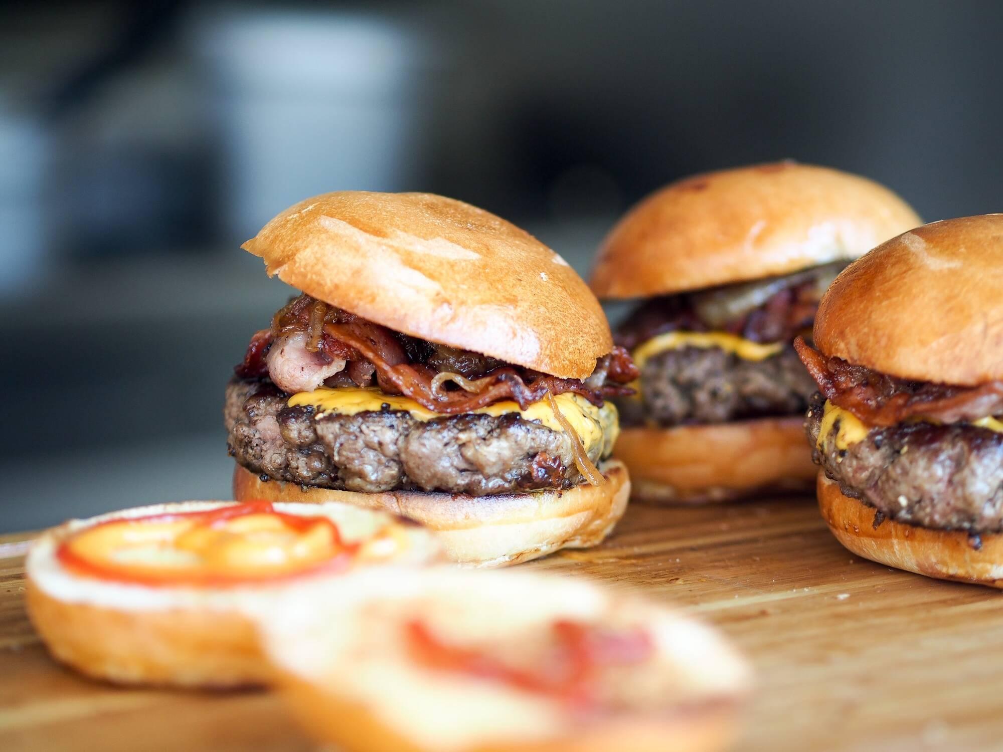 Назва гамбургера походить від міста Гамбург