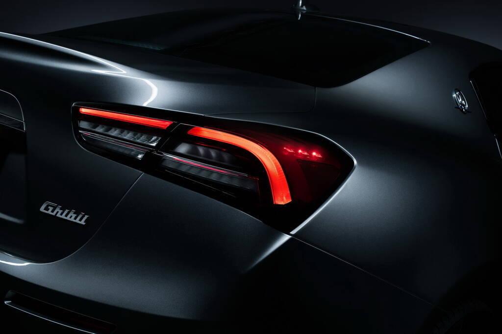 """""""Бумеранги"""" задних фонарей напоминают о моделях 3200 GT и концепту Alfieri. Фото:"""