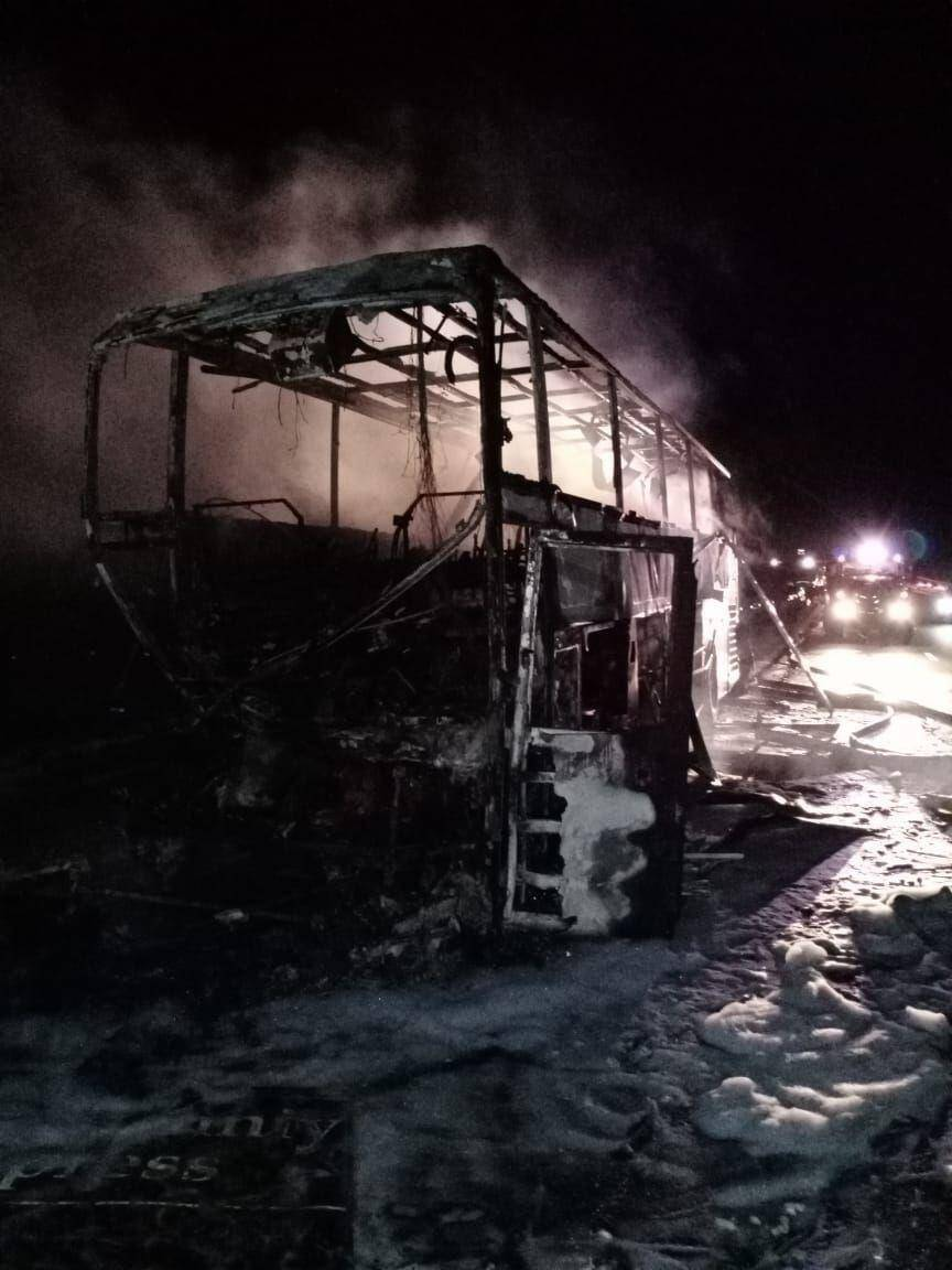 Автобус сгорел дотла.