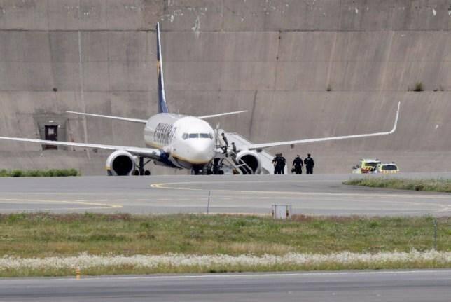 К месту приземления самолета Ryanair прибыли сили чрезвычайного реагирования