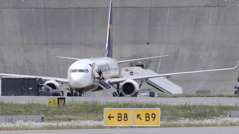 Самолет авиакомпании Ryanair приземлился после сообщения о бомбе на борту