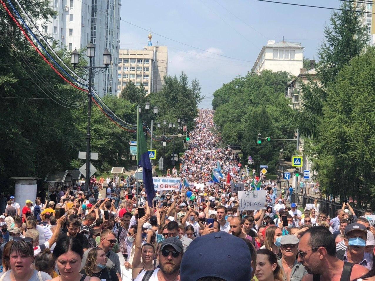 На вулиці Хабаровська вийшли десятки тисяч протестувальників