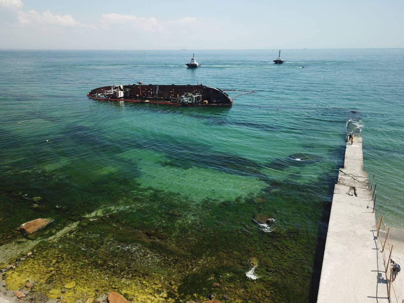 Работы по подъему танкера Delfi в Одессе стартовали в 06:00