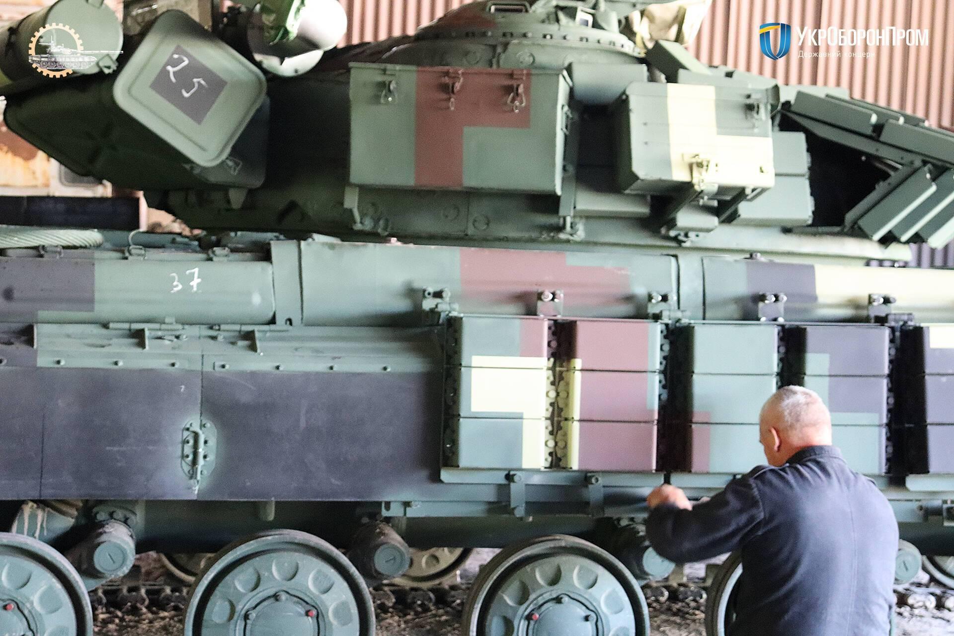 Основна модернізація танка Т-64 – це насамперед системи зв'язку й управління вогнем