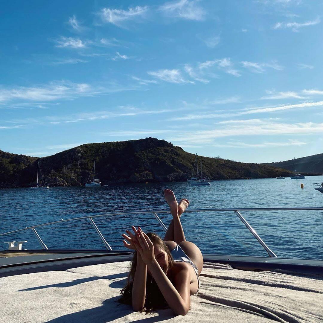 Кароліна Севастьянова на яхті в Монако
