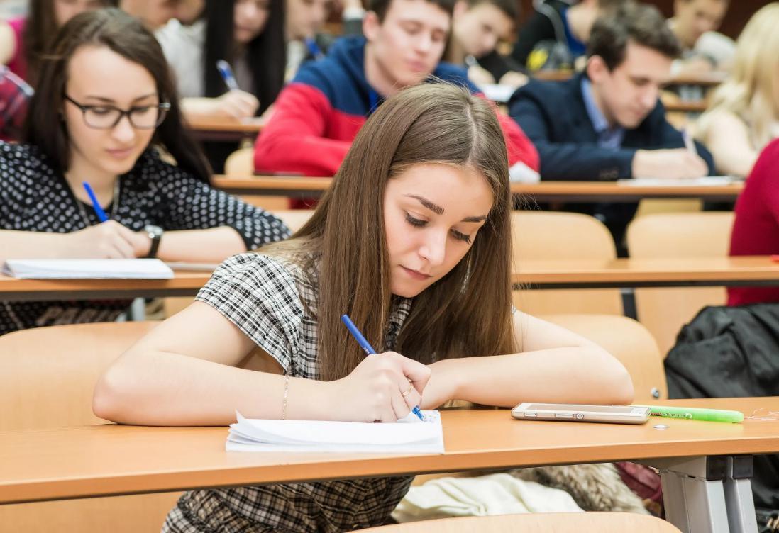 """У ВНЗ Дніпра різко зросла вартість навчання. Фото """"smi24.news"""""""
