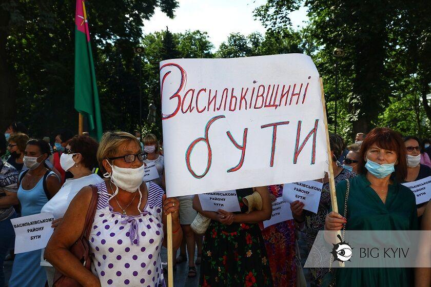 В Києві під Раду принесли труну через укрупнення районів області