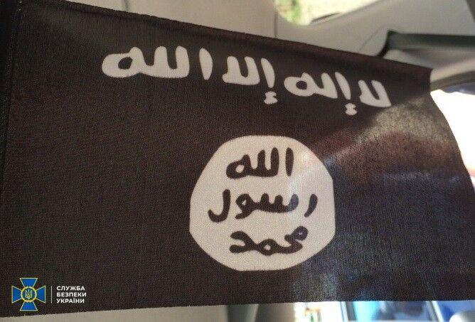 У зловмисників виявили символіку терористичної організації, арсенал зброї й підробні документи