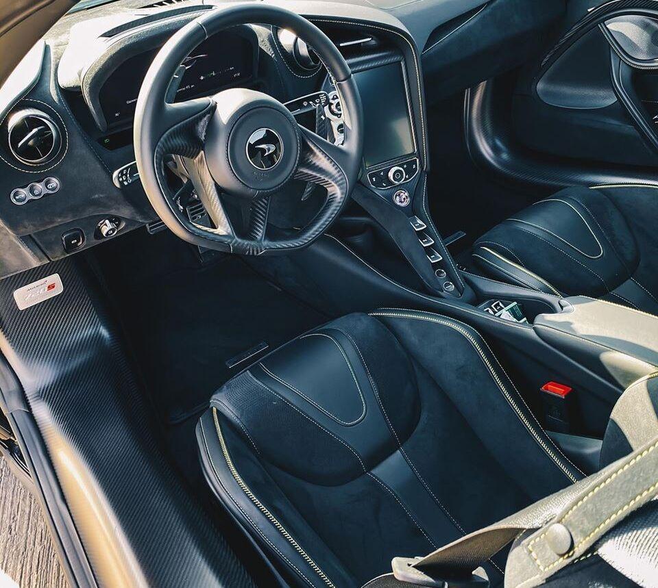 Унікальний McLaren 720S Spider знайшли в Україні.