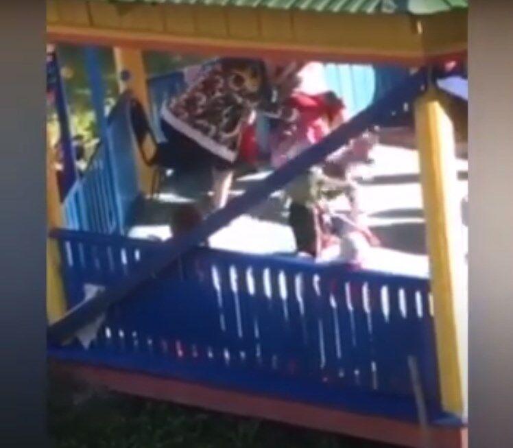 Вихователька в Самарі викинула дитину з коляски