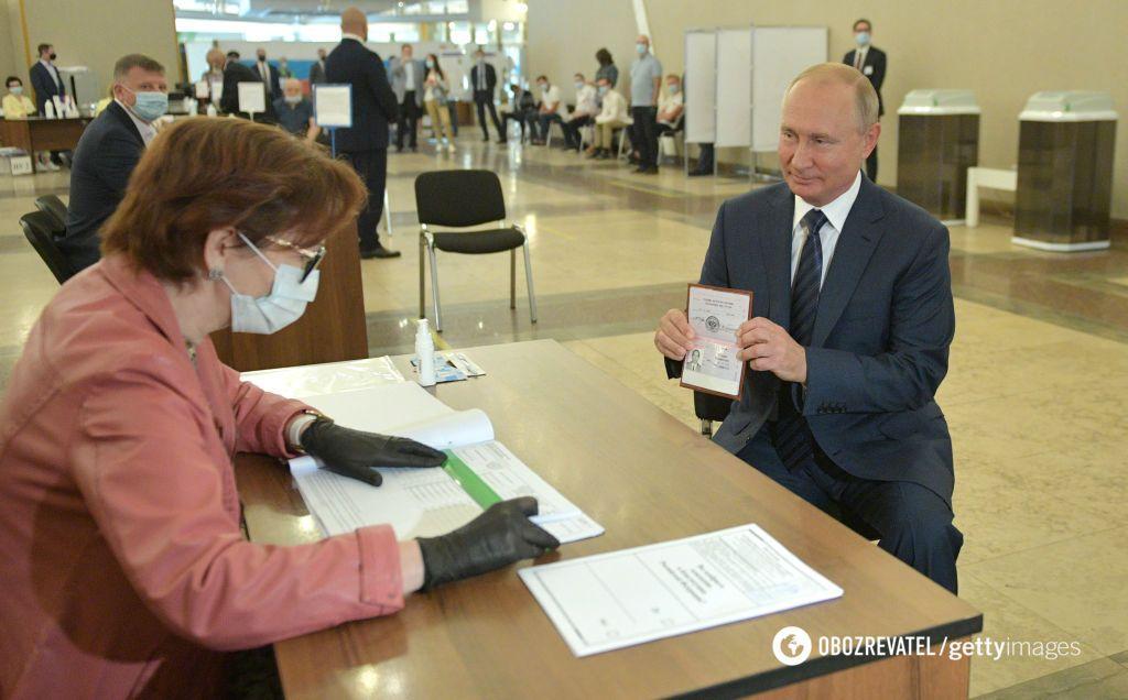 Президент РФ Владимир Путин на всероссийском голосовании за изменение Конституции