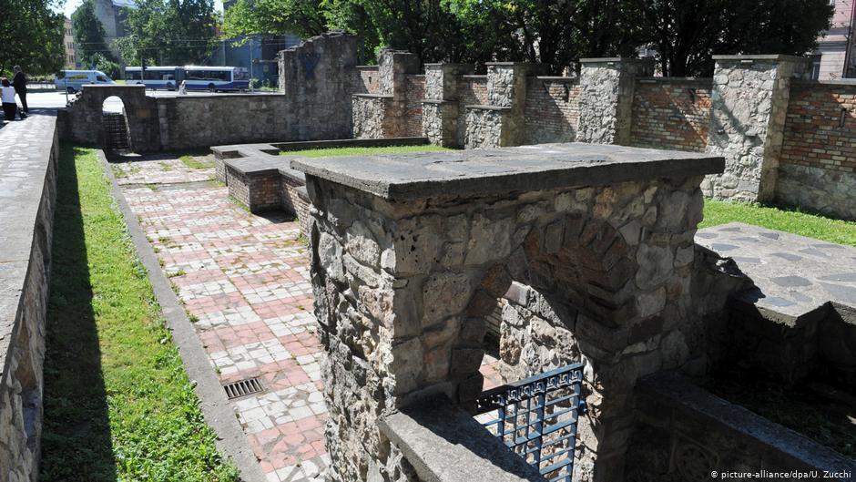 На руинах синагоги в Риге сегодня стоит памятник жертвам и тем, кто спасал евреев от нацистов