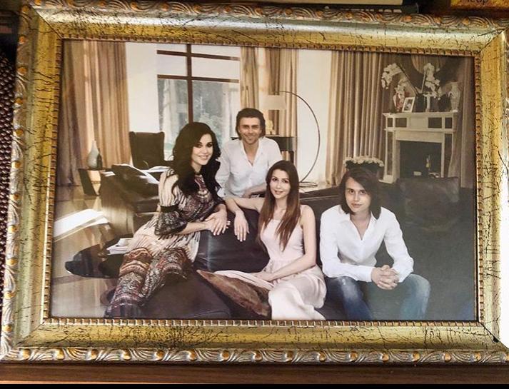 Семья Анастасии Заворотнюк в своем особняке